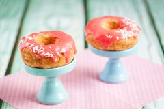 Cronuts слойки с розовой поливой Стоковое Изображение RF