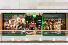 Cropp-Stadtspeicher in Forum-Debrecen-Einkaufszentrum Lizenzfreie Stockfotografie