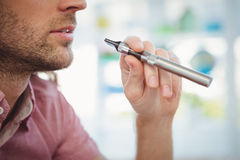 Cropped image of man smoking electronic cigarette Royalty Free Stock Photography