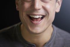 Cropped portret roześmiany młody biały człowiek fotografia royalty free