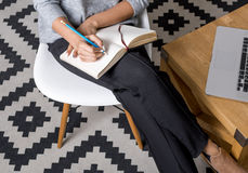 Cropped shot of young businesswoman writing notes Royalty Free Stock Photos