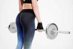 Cropped wizerunek młoda seksowna kobieta z barbell obraz stock