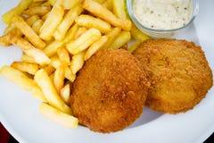 Croqueta y patatas fritas de los pescados imagen de archivo libre de regalías