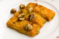 Croquetas rellenas de la patata, con queso, y Chestnu Fotografía de archivo libre de regalías