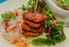 Croquette de poisson mise le feu profonde avec la nourriture thaïlandaise de vemicilli Image stock