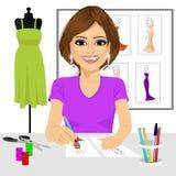 Croquis de conception de robe de dessin de concepteur Images stock