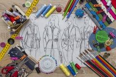 Croquis de conception de mode - couturière Table images stock