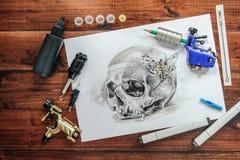 Croquis de tatouage de crâne avec les machines rotatoires Photographie stock