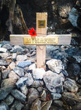 Cross memorial to prisoner of war at  Hellfire Pass, Kanchanabur Stock Photography