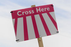 Crosse hier unterzeichnen Stockbilder