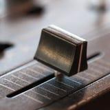 Crossfader στον αναμίκτη του DJ στη λέσχη Στοκ εικόνες με δικαίωμα ελεύθερης χρήσης