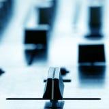 Crossfader på dj-blandare i klubba Arkivfoto