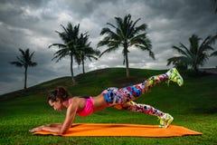 Crossfit de formação do exercício Foto de Stock