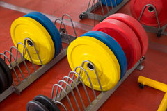 Crossfit-Eignungsturnhallen-Gewichthebenbarutensilien Stockfoto