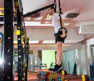 Crossfit sprawności fizycznej upadu pierścionku mężczyzna maczania ćwiczenia trening Zdjęcie Royalty Free
