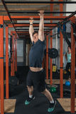 Crossfit trenera weightlifting Obrazy Stock
