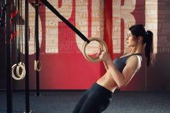 Crossfit trening na pierścionku Zdjęcie Royalty Free