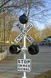 crossingjärnvägsignalering Arkivfoton