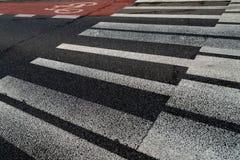 Crosswalk в форме ключей рояля абстрактная предпосылка более музыкальная мое портфолио Рояль сформировал линии интересный путь ук стоковые фотографии rf