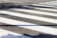 Crosswalk на солнечный день Стоковое Изображение