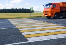 Crosswalk i ciężarówka Obrazy Royalty Free