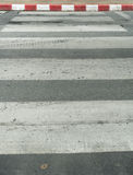 Crosswalk na asfaltowej drodze Zdjęcie Royalty Free
