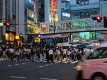 Crosswalk пешеходов на районе в Токио, Японии Shibuya стоковые фотографии rf
