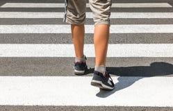 crosswalk Voetganger op weg royalty-vrije stock afbeelding
