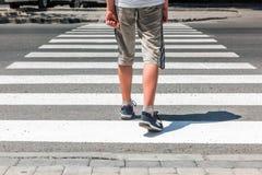 crosswalk Voetganger op weg royalty-vrije stock fotografie