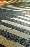 Crosswalks del Cobblestone, Parigi, Francia Fotografie Stock