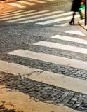 Crosswalks del Cobblestone, Parigi, Francia Fotografia Stock Libera da Diritti