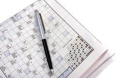 Crosswod Puzzlespiel auf Zeitung Stockbilder