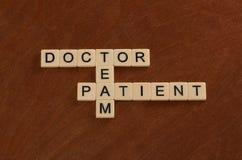 Crossword łamigłówka z słowo lekarką, pacjent, drużyna Opieka zdrowotna co zdjęcia stock