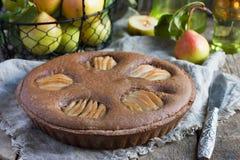 Crostata casalinga del cioccolato con frangipane e le pere Immagini Stock