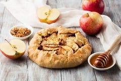 Crostata casalingo con le mele mature Fotografia Stock Libera da Diritti