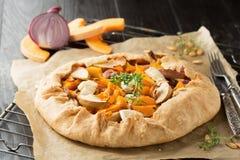 Crostata com abóbora, maçãs e queijo Fotos de Stock