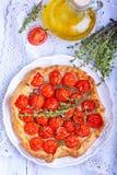 Crostata con i pomodori e le erbe Fotografia Stock