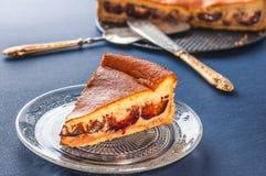 Crostata con la prugna e la crema Immagine Stock