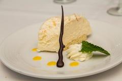 Crostata del limone con il contorno del cioccolato Immagini Stock Libere da Diritti