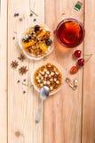 Crostata della nocciola con caramello Fotografia Stock Libera da Diritti