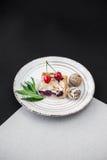 Crostata di ciliege con i dadi Fotografia Stock Libera da Diritti