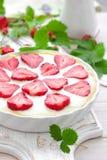 Crostata o torta di formaggio deliziosa della fragola con il formaggio cremoso fresco e del bacca, primo piano Fotografie Stock