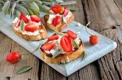 Crostini с козий сыром Стоковые Изображения