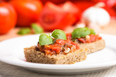 Crostini com tomate Fotos de Stock Royalty Free