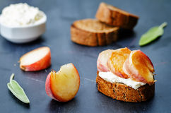 Crostini with peaches and ricotta Royalty Free Stock Images
