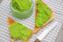 Crostini with a puree of peas Royalty Free Stock Photography