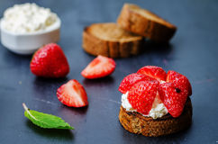 Crostini with ricotta and strawberries Stock Images