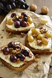 Crostini with roasted grapes, goat cheese, walnuts and honey Royalty Free Stock Images