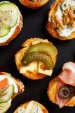 Crostini z serem i kiszonym korniszonem Obraz Royalty Free