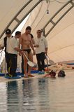 Crotone Włochy Kwiecień 2014 Freedivers podczas szkolenia w basenie Zdjęcie Royalty Free